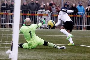 Kennedy Igboananike blev segerskytt för ÖSK med sitt 1–0-mål i cupmatchen mot Tvååker.