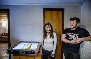 Chloe Wang och Andreas Börjesson träffades först på nätet. Nu är de gifta och har en son tillsammans.