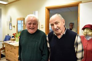 Östen Wiberg och Lasse Karlsson uppskattar att få besöka Grindstugan.