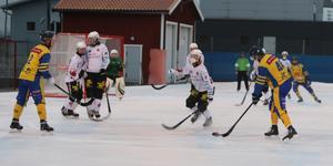 GT/76:s Rasmus Hård avlossar ett avslut i 12–2-överkörningen mot SIF Norrtelje.