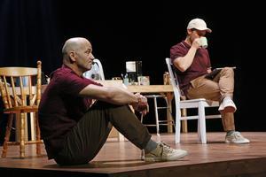 Anders Hambraeus och Hans Christian Thulin i en scen från Glasäpplen.