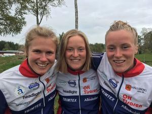 Lilian Forsgren, Ellinor Tjernlund och Josefin Tjernlund slutade fyra i SM-stafetten i orientering. Foto: Tomas Hallmén
