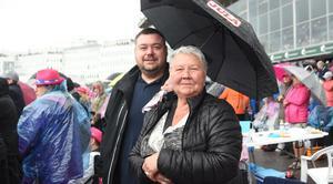 Marcus Persson från Borlänge gav bort Elitloppet till sin mamma Irene Vadell Hagren i morsdagspresent.