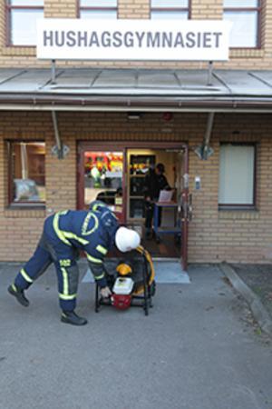 Räddningstjänst, ambulans och polis larmades på måndagen till gaslarm vid såväl Hushagsskolan som Erikslundsgymnasiet.Foto: Staffan Björklund
