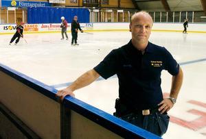 Torbjörn Pettersson, ordförande i Ånge IK, är glad över att klubben kan ställa ett A-lag på isen igen nästa vinter.