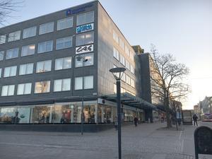 Så här ser det ut vid hörnet Stora gatan/Slottsgatan 2019.