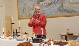 Tage Lundkvist besökte en av två kulturkvällar i Fors sockenstuga. Foto: Birgitta Strid