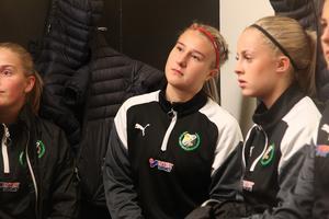 Wilma Sjöberg var en av de unga Hillespelare som gjorde sitt bästa för att sno poäng mot Enköping – men det fanns andra som svek och det blev 4–2-förlust.