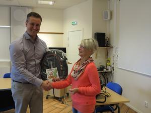 Ett stort tack till vd Anders Nygren för guidningen vid STF Örnsköldsviks studiebesök. Foto: Kurt Söderlund