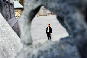 Mr li vill göra sådant som ingen annan gjort. Det är en drivkraft bakom bygget i Älvkarleby. Dragon Gate ska bli något av ett monument över den kinesiske företagaren.- Det är som en konstnär som målat en jättetavla - det är mitt livsverk, sa han. 2006.