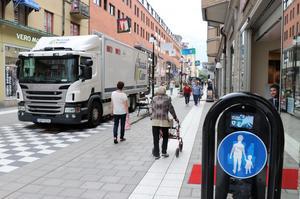 Vid Köpmangatans korsning med Nygatan sitter märket för gångbana. Själva korsningen över Nygatan är dock gågata för den som vill cykla 15 meter...