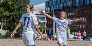 Josefin Bauer (till vänster) en av alla nyblivna svenska mästare i helgen. Foto: