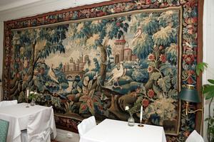 Gobelängen i biblioteket är från 1600-talet.