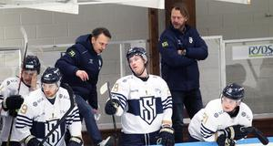 Sundsvalls tränarduo Björn Forsgren och Stefan Lindqvist under den första perioden i Klanghallen.