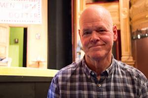 Jan Modin, frilansskådespelare, spelar den äldre mannen i farsen