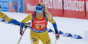 Ingela Andersson fick ställa sig på pallen i den norska premiären, där slog hon förra säsongens världscupssegrare.
