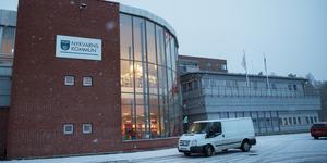 Kommunala Nykvarnsbostäder sålde kommunhuset 2014. Nu ägs det av Samhällsbyggnadsbolaget.