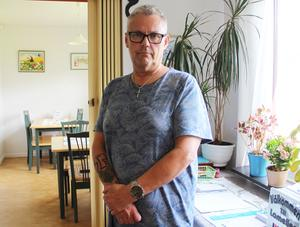 RSMH i Borlänge försöker ge den kvinna som rånades i fredags stöd. Carl-Johan Ed är föreståndare vid föreningens verksamhet på Tjärna ängar.