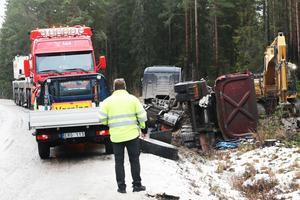 Lastbilssläpet hamnade på sidan.