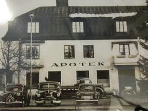 På 60-70-talet flyttade Strands till Apotekets gamla lokaler där den fortfarande ligger.