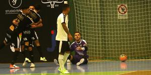 Dino Garacas 3–1-mål var en riktig bjudning från tidigare lagkamraten Adilson som fick en ond blick av målvakten Martin Herlin.