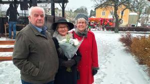 Representanter för Ramnäs- Virsbos hembygdsförening, Lennart Källman, Laila Axelsson och Gudrun Lager. Foto: Privat