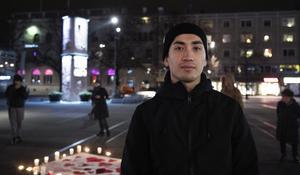 Mostafa Mohamadrezai kom eftersom han vet vad det innebär att inte ha en aning om vad som händer i morgon eller nästa vecka. Han väntar sedan fyra år på svar på sin asylansökan.