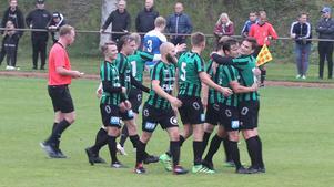 Johan Lindkvist, med nummer 5 på ryggen, har haft många anledningar att fira med sitt Torsåker den här säsongen. Han har gjort 20 mål totalt.