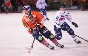 Fysiskt ligger Patrik Nilsson en bit efter, och ännu så länge blir det kortare byten än vanligt.