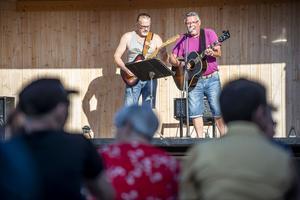Blue Steel stod för livemusiken under julis sista torsdagsträff.