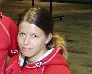 Marie Höök, badansvarig i Maserhallen, berättar att man lagt om en del av undervisningen för eleverna den här terminen. Foto: Boo Ericsson
