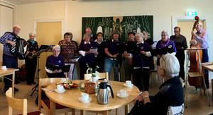 Hjärtkören sjöng under ledning av Bengt Näsfors. Foto: Maj Anita Persson.
