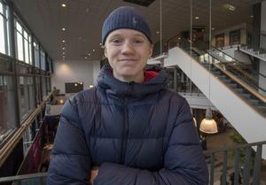 Valter Hermansson vill bli snickare och siktar därför på byggprogrammet. Ett kontorsjobb skulle vara mardrömmen. – Då kommer jag nog säga upp mig, för jag orkar inte sitta inne hela dagen.