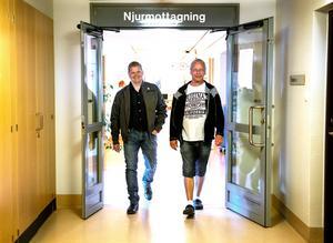 Janne Tervo och Andreas Vaaraniemi hyllar vården de fått bland annat vid njurmottagningen på länssjukhuset i Sundsvall.
