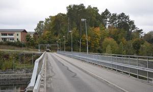 I det här skogspartiet ovanför bron och Industrivägen kan det byggas hyresrätter.