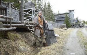 Besökarna brukar tycka att Benny Wahlbergs många krutstänkta historier om vilda västern och fortet är spännande.