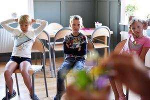 När barnen började bli otåliga blev det också rast med kubbkastning innan det var dags att ge sig in i småskolan igen.