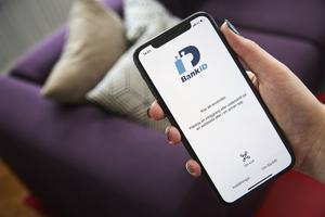 Att få dig att öppna och godkänna användandet av Bank-ID är ett av bedragarnas nya favoritknep. Foto: Fredrik Persson / TT