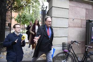 Akademiledamoten Horace Engdahl anländer till Svenska akademiens ordinarie torsdagsmöte i Börshuset i Gamla Stan i Stockholm.Foto: Pontus Lundahl / TT