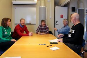 Hag-Lasse Persson showade i sin typiska stil och skapade en go' stämning runt bordet på tidningens redaktion dit han hade kallat Maria Nyberg, Johan Berner, Lars Trygg och Gunilla Söderholm.