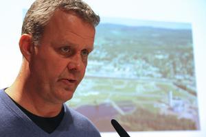 Det kan bli nya flerfamiljshus i centrala Ljusdal. Richard Brännström ser även över allmännyttans eget markinnehav.