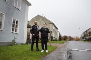 Mostafa Barafi och Stina Stenberg klev fram och berättade om ett upprörande telefonsamtal de fått från Hoforshus.
