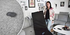 Första gången massagemattan användes brände den efter bara några minuter fast i soffan och förstörde sittdynan. Företaget som sålde den medger fabrikatonsfel – men har ändå inte velat ersätta skadan.