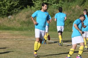 Vahid Gharibzadeh var referenspunkten i Hallstas anfallsspel – som grejade nytt kontrakt i division 5.
