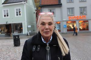 Pia Degermark, 70 år, Norrtälje: – Jag tycker att om en person står i ett stökigt klassrum så är det inte kränkande att ta tag i någons arm. Men man får aldrig slå någon.