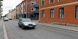 Det är naturligt att stanna innan man kör ut på Kungsgatan, anser Mats Köbin.