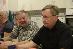 Göte Nilsson (t.v) och Leif Nordin (t.h) var nöjda med umgänget och matlagningen.