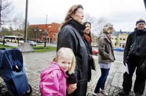 Vanda Asterfelt, 4, följde med mamma på protestaktionen vid Rådhustrappen på onsdagen.