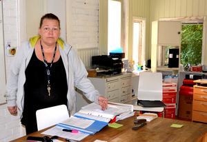 Nu är Christina Lindgren en av dem som försöker få ordning på Kris ekonomi.
