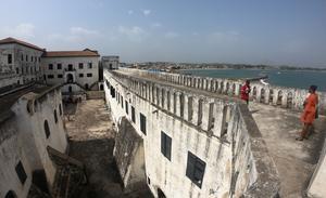 Elmina Castle ligger ungefär 30 minuters taxi väster om Cape Coast.